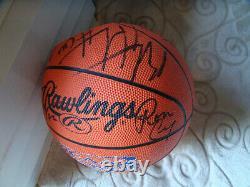 1999-2000 Unc North Carolina Unc Tar Heels Équipe A Signé Un Autographe Automatique De Basket-ball
