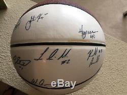 2010-11 Carolina Du Nord Tar Heels Unc Basketball Signé Par Les Joueurs De L'équipe Et Les Entraîneurs