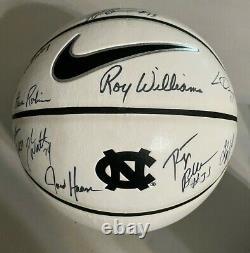 2010-11 North Carolina Tar Heels Unc Basketball Signé Par Les Joueurs De L'équipe Et Les Entraîneurs