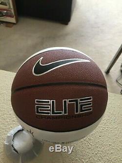 2011-12 Nord Carolina Tar Heels Unels De Basketball De L'unc Signée Par Les Joueurs De L'équipe Et Les Entraîneurs