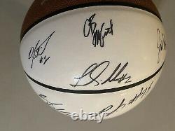 2011-12 North Carolina Tar Heels Unc Basketball Signé Par Les Joueurs De L'équipe Et Les Entraîneurs