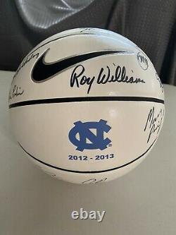 2012-13 North Carolina Tar Heels Unc Basketball Signé Par Les Joueurs D'équipe Et Entraîneurs