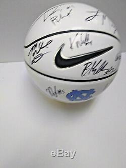 Chaussures À Talons Unc 2019 De Caroline Du Nord, Signée Signée Blanc Logo Nike Basketball Nassir Coby