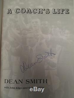 Dean Smith A Signé Le Livre De La 1ère Édition Du Livre 1999 De Unc Tarheels