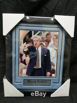 Dean Smith Signés Tar Heels Unc Basketball 8x10 Beckett Coa Photo Encadrée Rare E