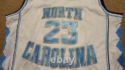 Michael Jordan Autographié Blanc Unc Caroline Du Nord Tar Talons Jersey 23 Avec Coa